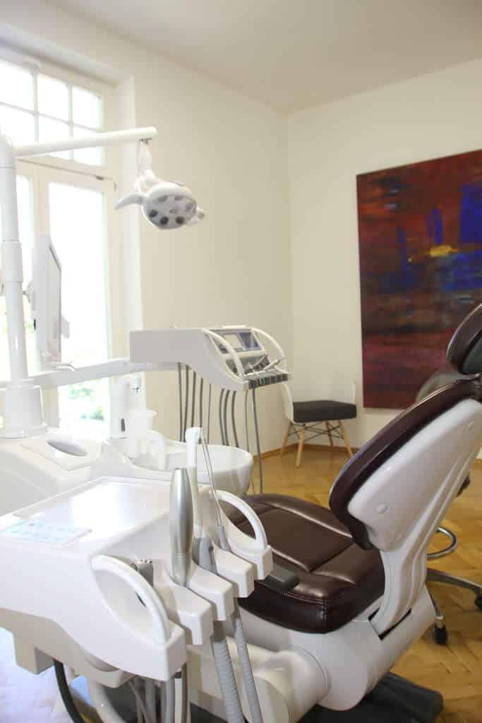 Behandlungszimmer Dental Praxisklinik