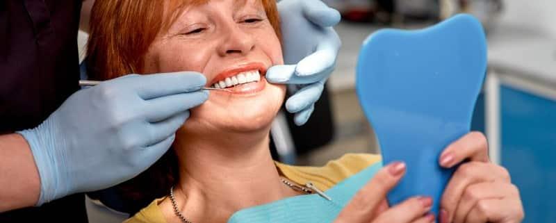 Glücklicher Zahnarztpatient